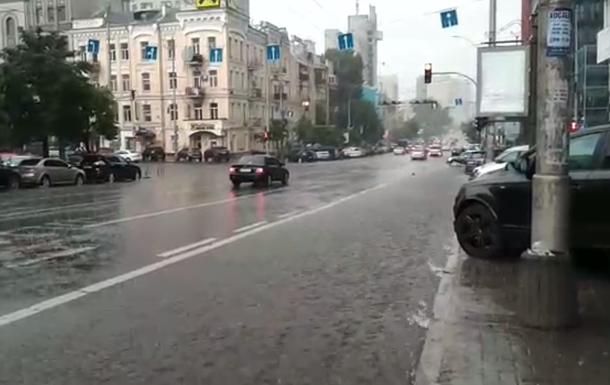 Киев снова затопил ливень с грозой
