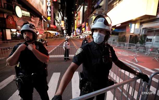 Трамп здає назад. Реформа поліції в США