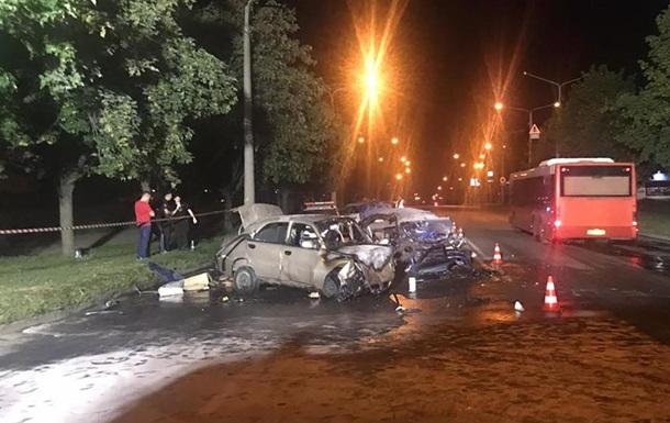 В Запорожье два человека погибли в столкновении легковушек