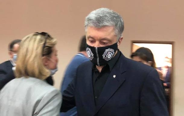 Опубликованы первые фото с суда над Порошенко