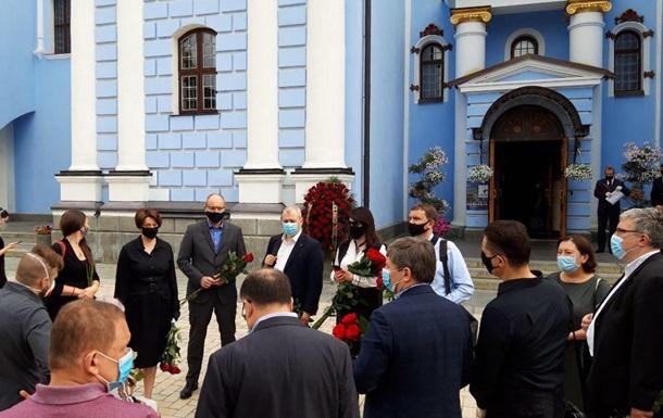 В Киеве прощаются с отцом Порошенко