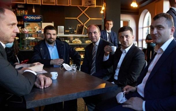 Суд не зміг оштрафувати Зеленського за похід у кафе на карантині