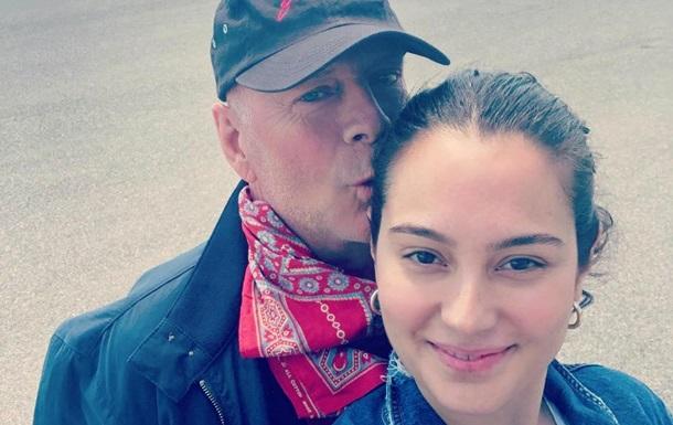 Жена Брюса Уиллиса отметила день рождения с его первой женой: фото