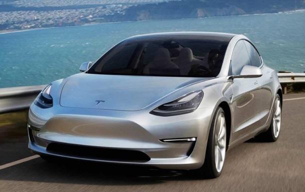 Німець випадково замовив 27 електрокарів Tesla Model 3