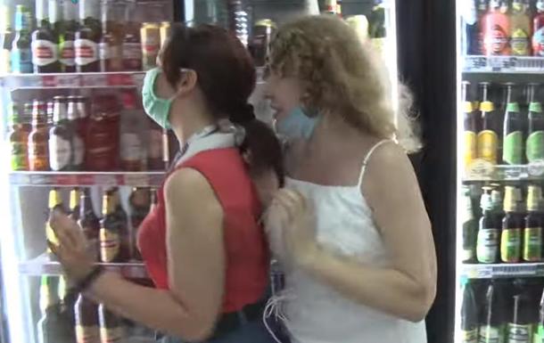 В Днепре напали на журналистку во время съемки в магазине