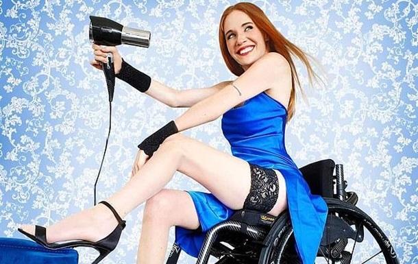 Парализованная женщина в коляске стала моделью