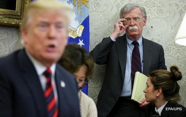 В Белом доме объяснили, почему Трамп работал с Болтоном