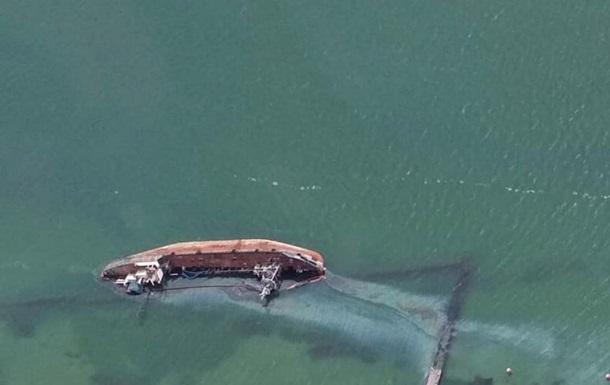 В Одессе у пляжа произошел разлив топлива в море