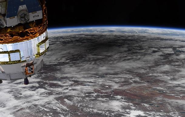 В NASA показали тень на Земле во время затмения