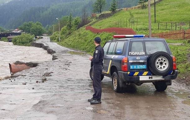 На Прикарпатье и Буковине из-за паводка затоплены девять районов