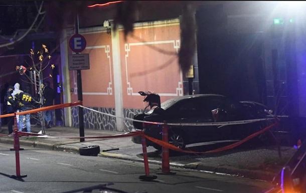В  Аргентине машина протаранила ворота посольства Китая