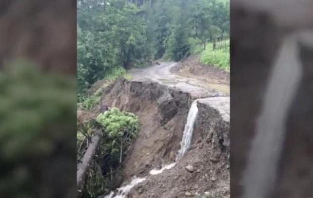 Негода в Карпатах: троє загиблих