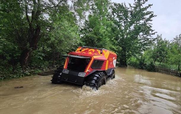 На Прикарпатье из-за паводка эвакуируют людей