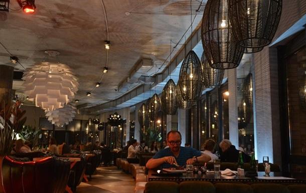 Ресторанам Киева разрешили принимать посетителей внутри