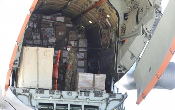 В Борисполе приземлился самолет с очередной гуманитарной помощью из Китая