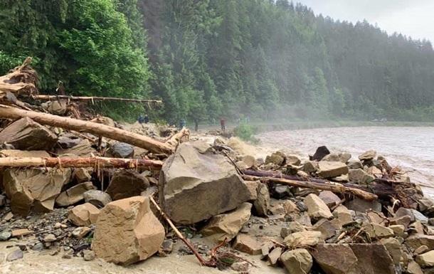 В Яремче из-за непогоды разрушен водопровод: город остался без воды