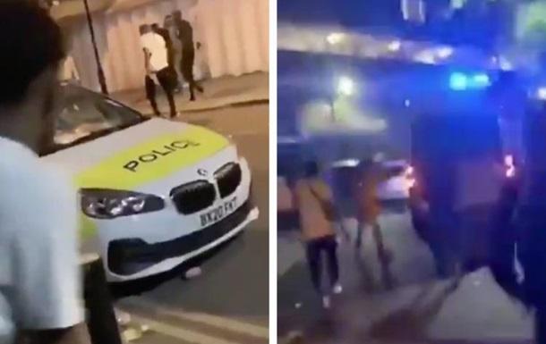 У Лондоні заворушення: постраждали 22 поліцейських