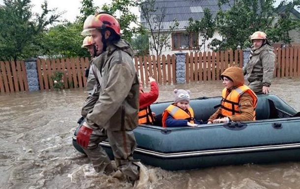 Жизнь при паводке на Прикарпатье. Фоторепортаж