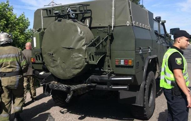 У Харківській області колона військових машин потрапила у ДТП