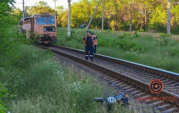 Коляска с маленьким ребенком попала под поезд в Днепре