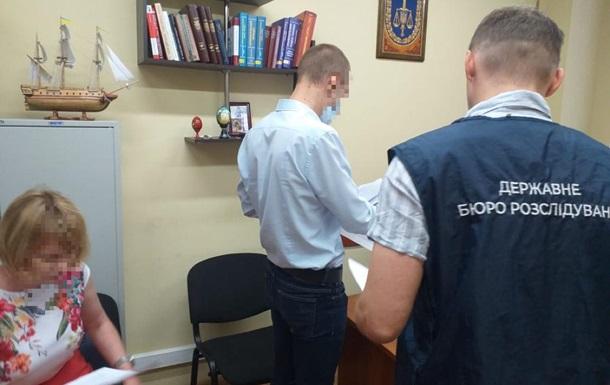 Поліцейського підозрюють у втраті вилучених під час обшуку 1,2 млн гривень