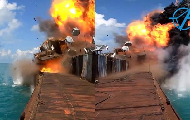 На відео показали ураження баржі ракетою Нептун