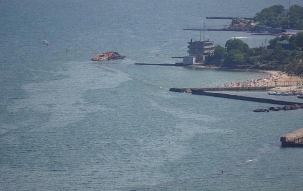 В Одессе закрыли пляж из-за разлива топлива из танкера