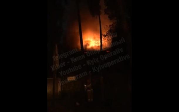 Масштабный пожар под Киевом: огнем охвачено более 200 квадратных метров