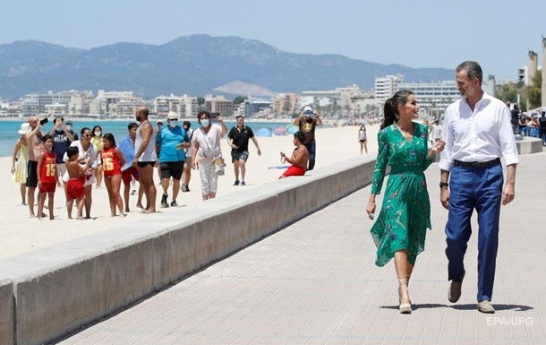 Испания начала раздавать деньги гражданам