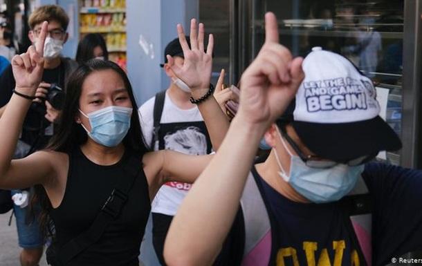 Протести у Гонконгу: поліція заарештувала десятки людей
