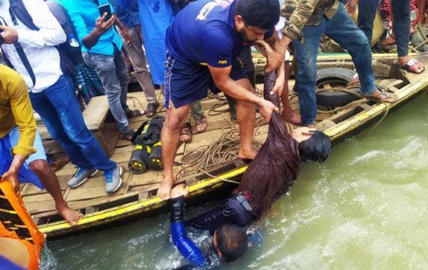 In Bangladesh, 30 people were killed while capsizing a boat. Photo 18+