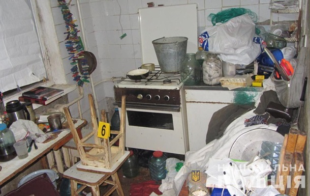 В Харькове мужчина 10 дней прожил в квартире с умершими родителями