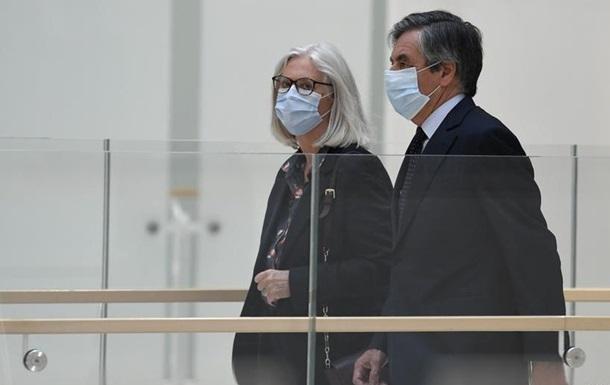 Екс-прем єра Франції Фійона засудили до двох років в язниці