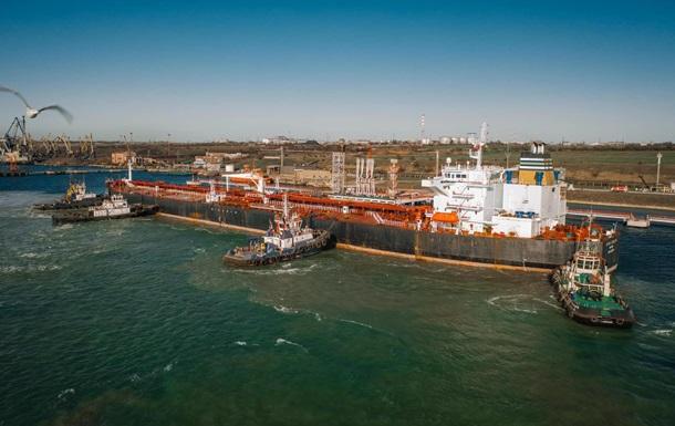 П ятий танкер з білоруською нафтою розвантажують в Україні