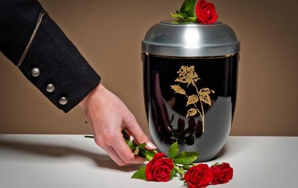 В шкафу похоронного бюро нашли забытые урны с человеческим прахом
