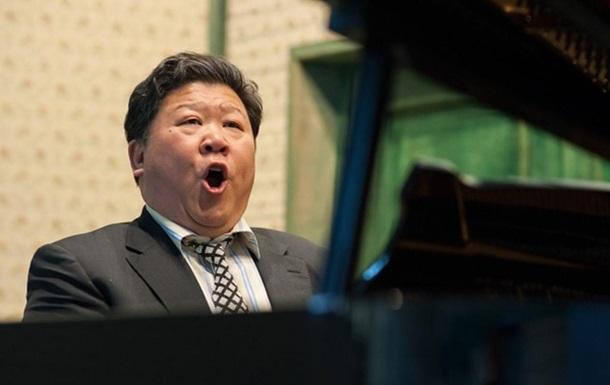 Оперного певца заблокировали в соцсети из-за сходства с лидером Китая: фото