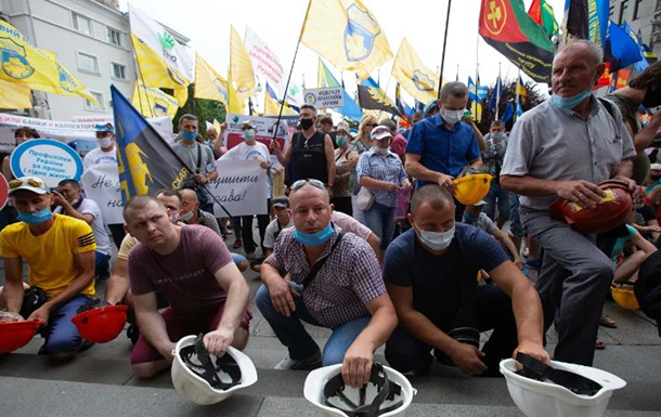 Под ОП второй день протестуют шахтеры