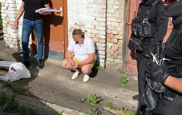 У Рівненській області прокурор взяв хабар у копа ноутбуками