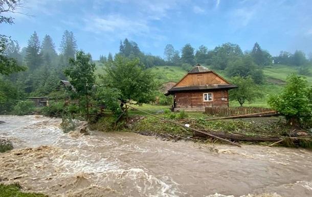 На Прикарпатье не осталось подтопленных домов