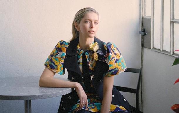 Віра Брежнєва приміряла сукню вагою 5 кілограмів