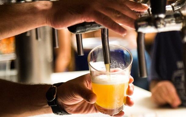 У Бразилії бар таємно працював під вивіскою зоомагазину