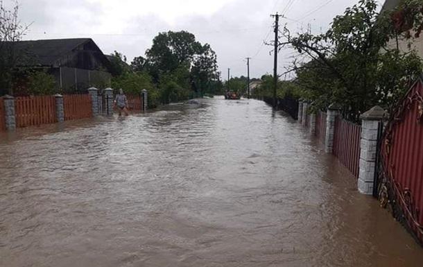 Паводки в Украине: Кабмин попросил еще 2 млрд грн