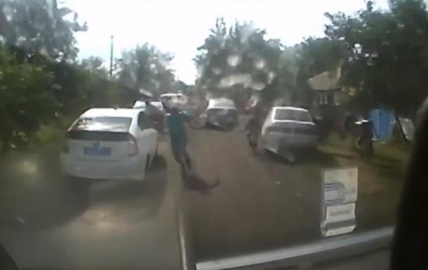 В  ЛНР  взрыв гранаты в авто попал на видео. 18+