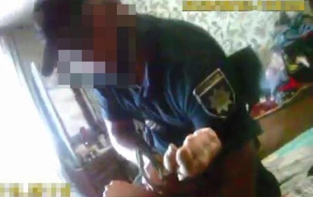 В Кременчуге копы сломали мужчине руку, принуждая к госпитализации