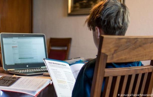 COVID-19: ФРН виділить 500 мільйонів євро на ноутбуки для школярів