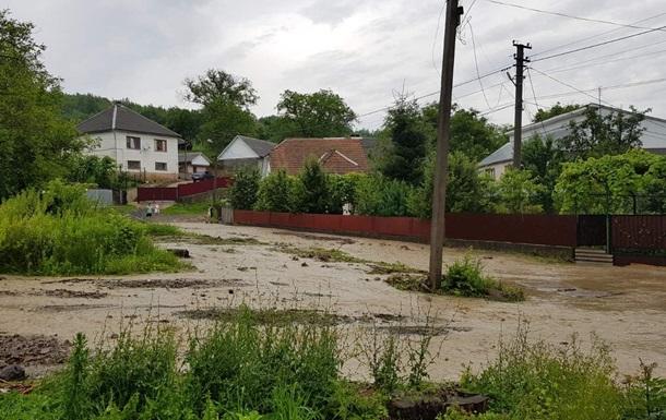 На Закарпатті зливи підтопили два райони