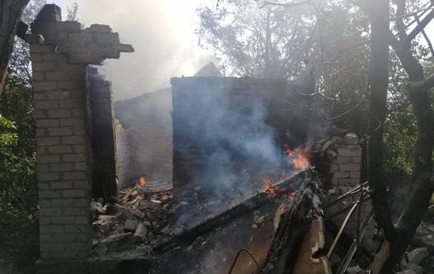 Частный сектор в Авдеевке попал под обстрел, разрушены дома