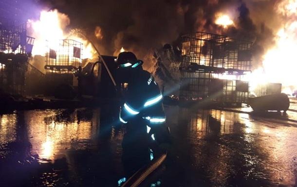 У Баку горить фабрика фарб
