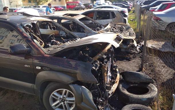 У Харкові на парковці згоріло п ять машин