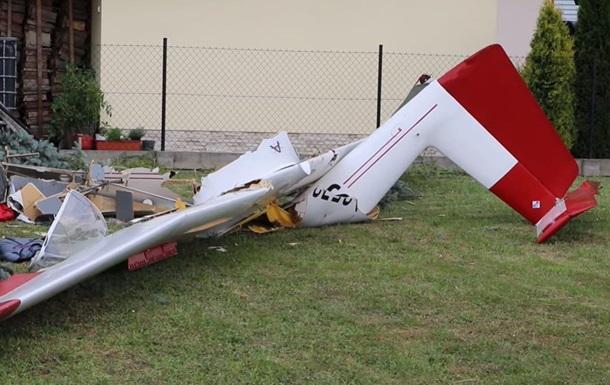 В Польше самолет упал возле частного дома